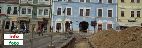 Radnica v Rožňave počas rekonštrukcie Námestia baníkov