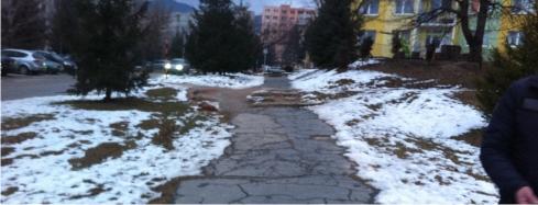 rozbitý chodník